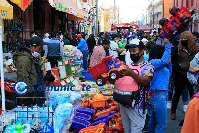 Claudia Rivera solapa a 3 mil ambulantes en Día de Reyes, pese a 6 mil muertos por Covid-19