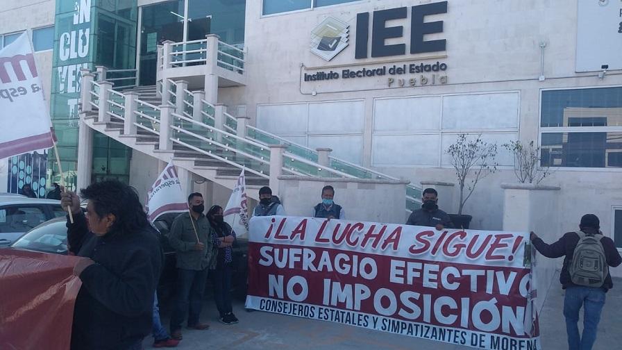 """Consejeros de Morena impiden registro de candidatos """"espurios"""" como Claudia Rivera en IEE"""