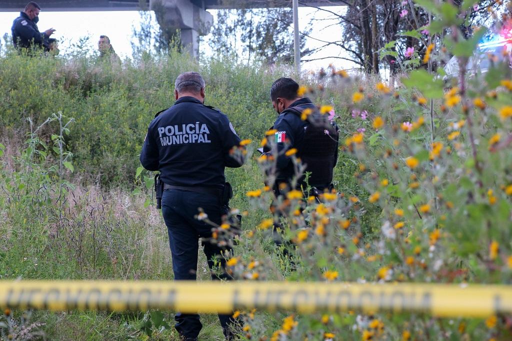 Hallan cuerpo de mujer en puente peatonal de Puebla; investigan posible feminicidio