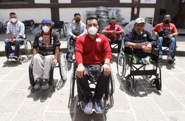 Cumple SEDIF con entrega de sillas de ruedas activas