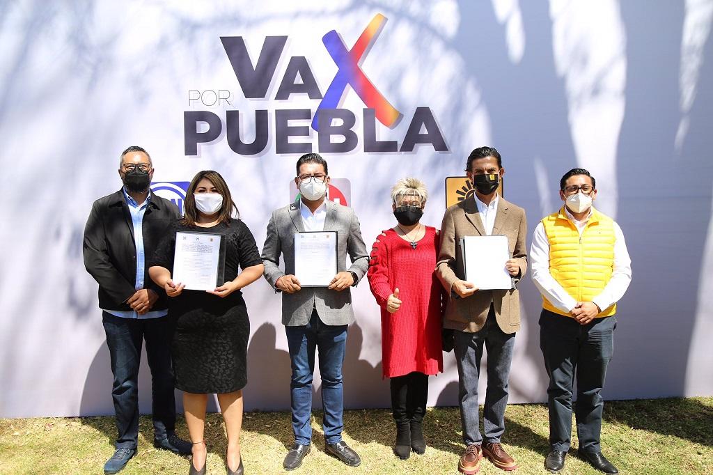Firman dirigentes del PRI, PAN y PRD convenio de coalición para 26 diputaciones locales