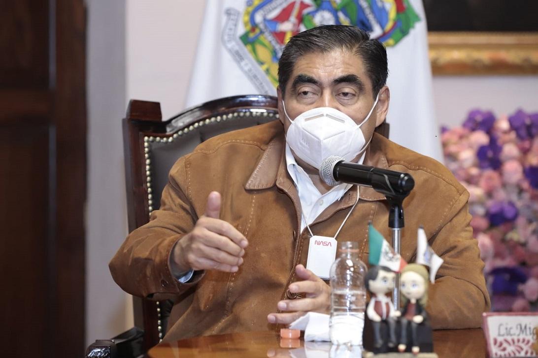 """Barbosa pide una """"descentralización real"""" de SEP federal y no solo despachen los directivos"""
