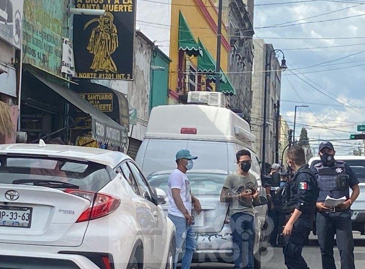 Localizan cuerpo de hombre en bodega de la Santa Muerte en Puebla