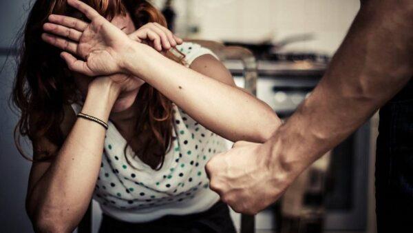 Una profesora es agredida por su pareja durante una clase virtual