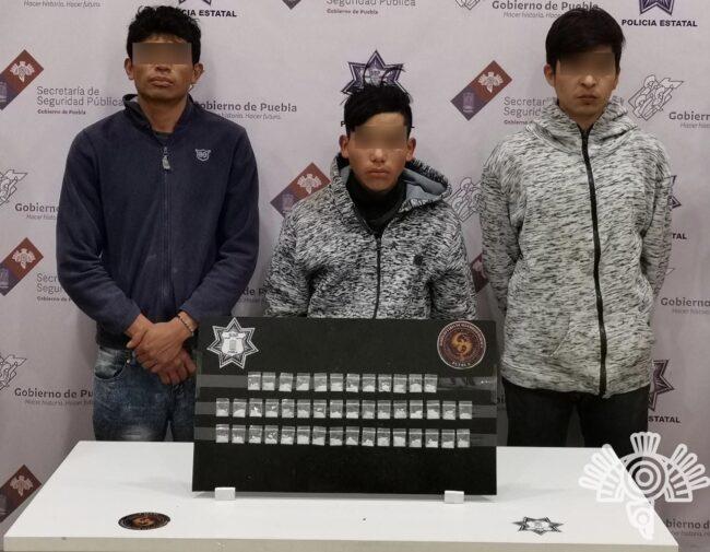 Policía Estatal detiene a tres presuntos narcomenudistas en Tehuacán