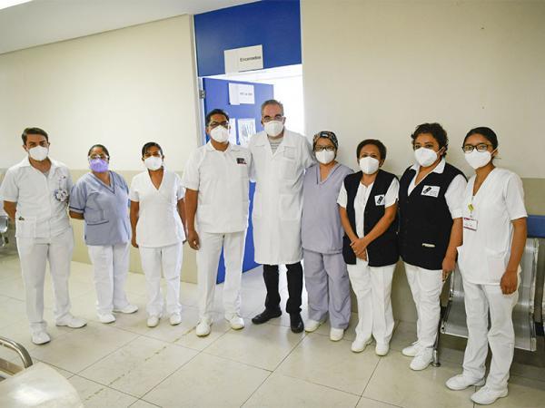 Personal de enfermería permanece al frente de la batalla contra el COVID-19