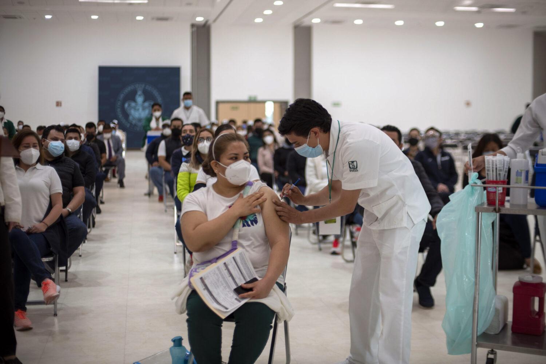 Con éxito arranca jornada de vacunación contra COVID-19 en sede BUAP