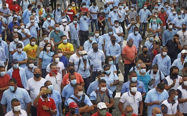 Miles de trabajadores protestan contra cierre de fábricas de Ford en Brasil